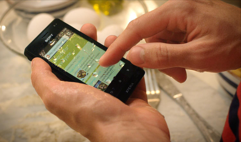 Самым главным виновником появления царапин на экранах не только смартфонов, но и часов, является песок.