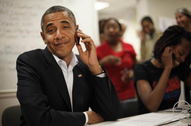 Обама со смартфоном