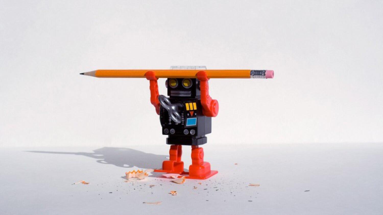 Робот с карандашом
