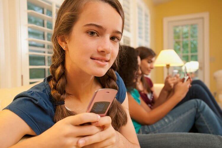 Дети с телефонами