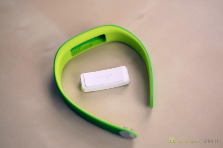 Sony Smartband 01