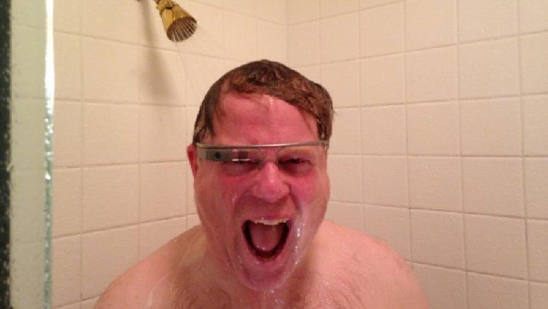 Блогер Роберт Скубл принял душ в умных очках Google Glass