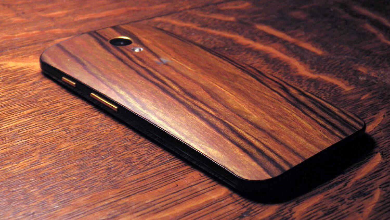 Предыдущая версия Moto X в деревянном корпусе