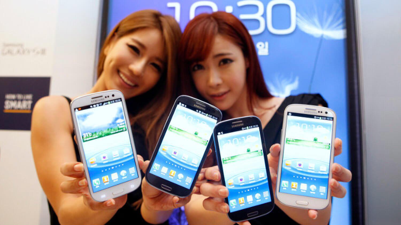 Смартфонов становится все больше