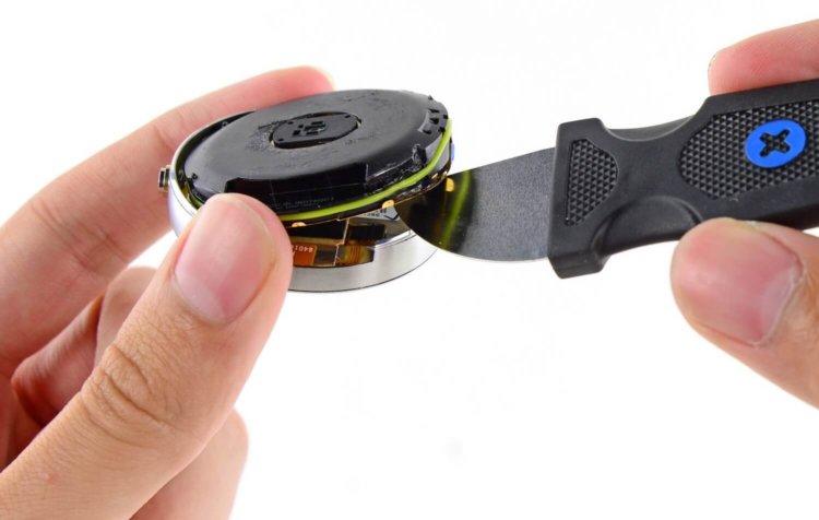iFixit разобрали Moto 360