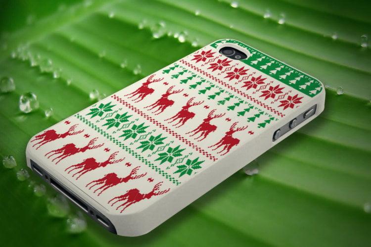 Смартфон в новогодней одежде