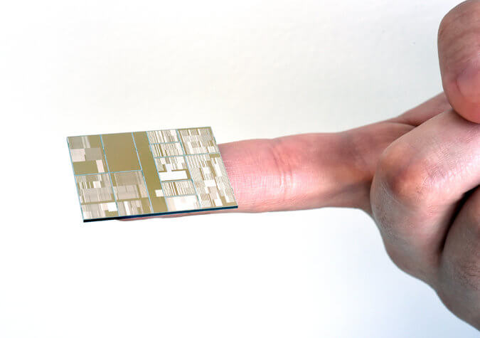 IBM-shows-new-7nm-working-chips (1)
