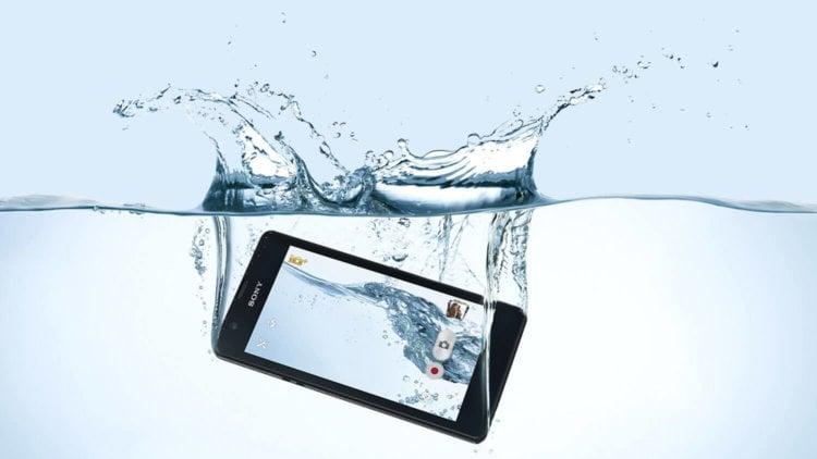 Телефон под водой