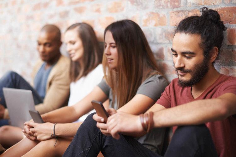 Люди и смартфоны