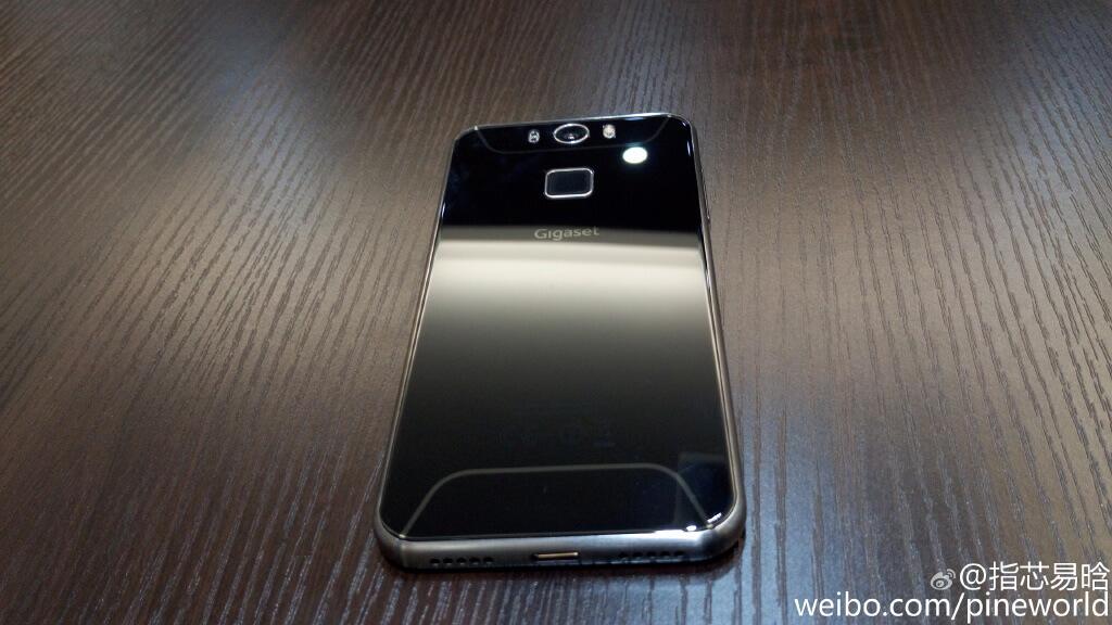 Он похож на Galaxy S6, но когда-то их продукты носили имя Siemens