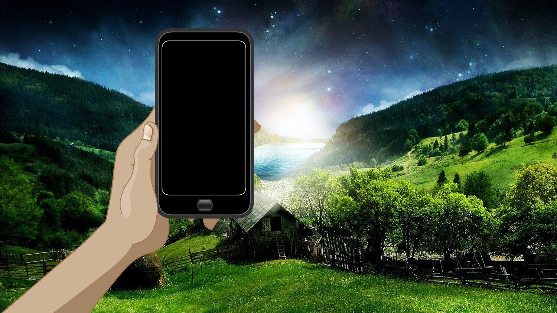 Телефон на фоне природы