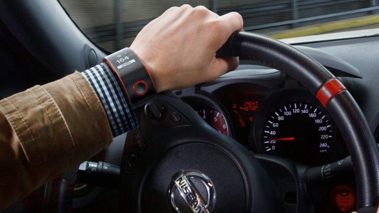 умные часы за рулем