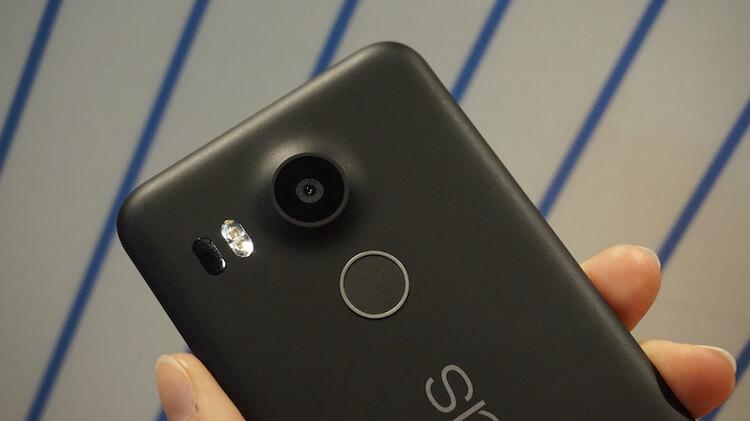 nexus_5_hands_on_fingerprint_sensor