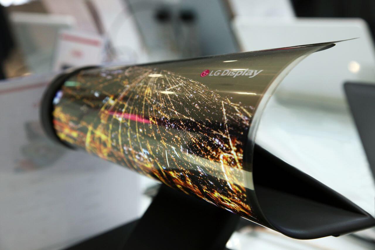 LG свернула в рулон 18-дюймовый дисплей