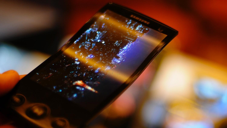 Первый гнущийся смартфон от Samsung увидит свет в конце 2016 года
