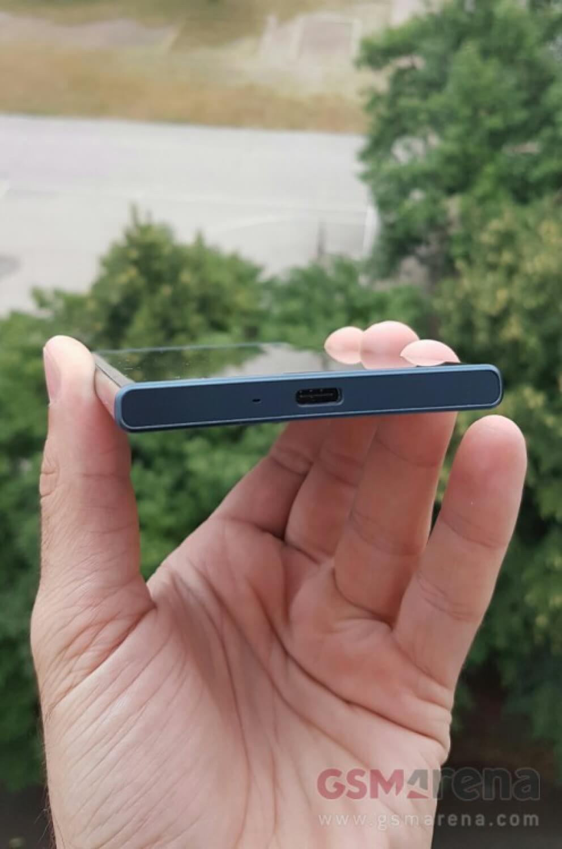 Якобы Sony Xperia F8331