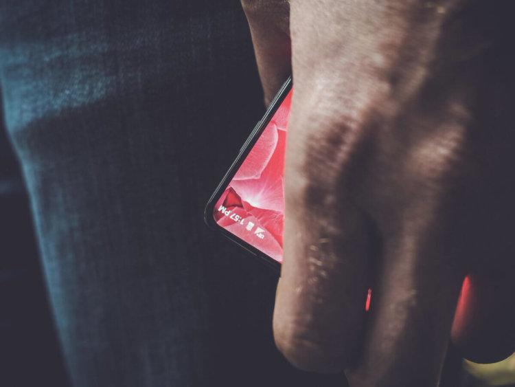 Первая фотография смартфона от Энди Рубина