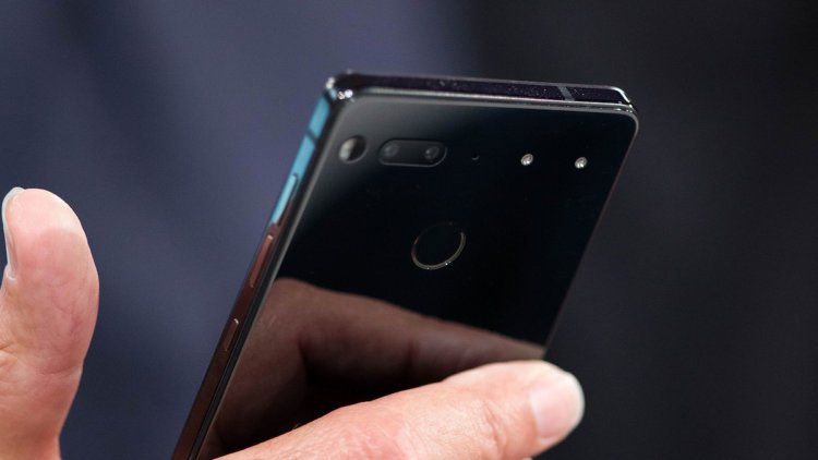 Энди Рубин продал меньше 90 тысяч Essential Phone за 2017 год