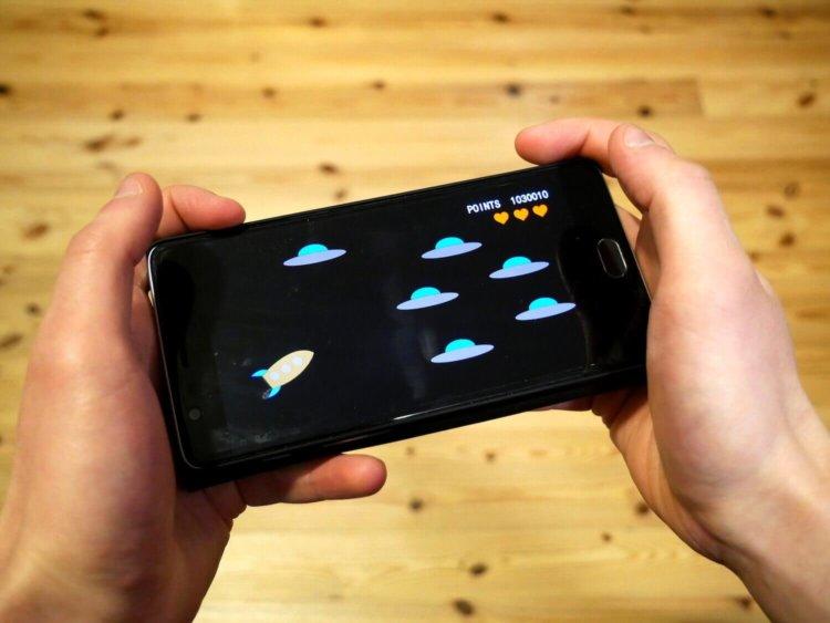 Почему в смартфонах нет встроенных игр?
