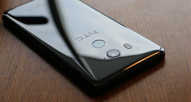 Рендер безрамочного HTC U12