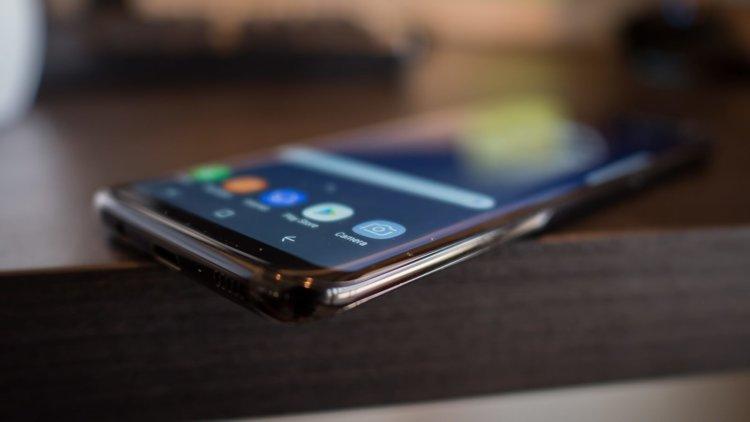 Samsung занимает 16% от общего дохода рынка смартфонов, Apple — 51%