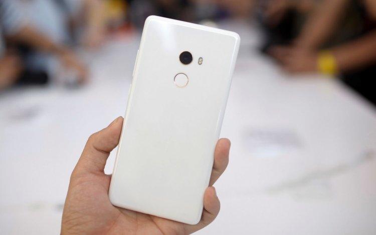 В России начались продажи специальной версии Xiaomi Mi Mix 2