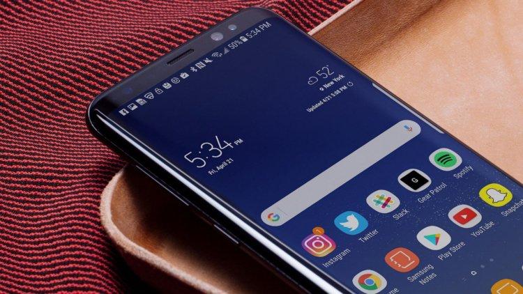 Samsung введёт тренд на безрамочные дисплеи в смартфонах средней категории
