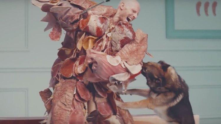 OnePlus продолжает снимать дикие рекламные ролики
