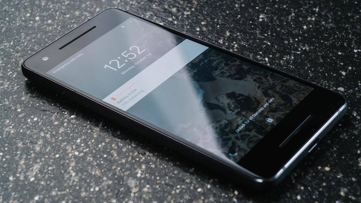 Google Pixel 3 XL показался на снимке. От выемки в его экране хочется плакать