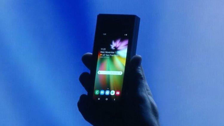Сгибаемый смартфон Samsung