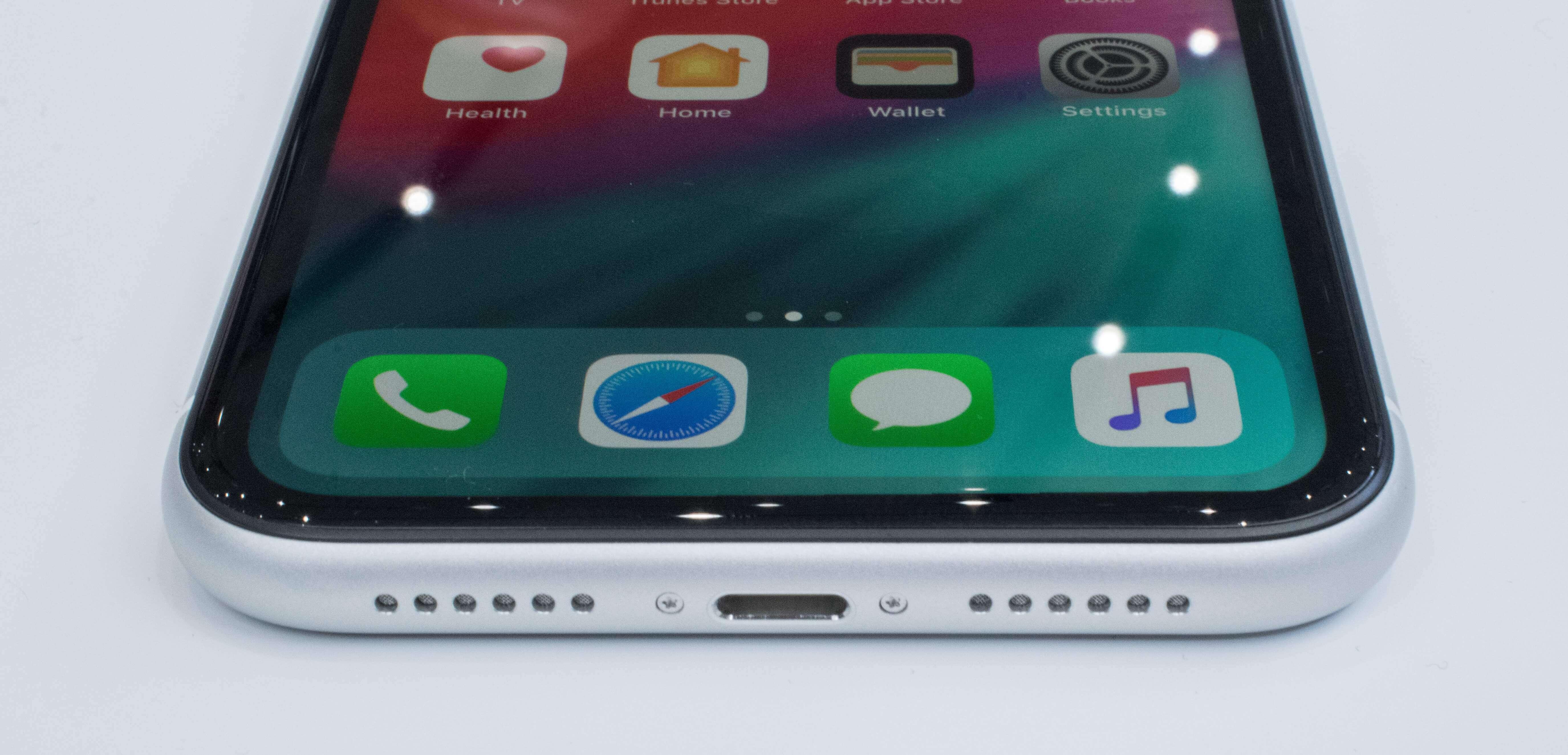 Бюджетный iPhone XR против Galaxy Note 9 видео