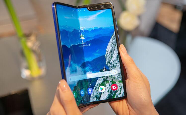 Samsung одумалась? Galaxy Fold 2 могут оценить в два раза дешевле