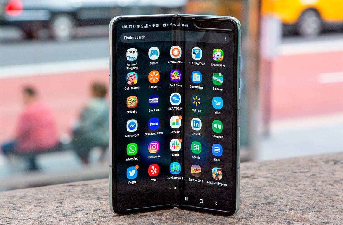 Почему не стоит торопиться с покупкой складных телефонов
