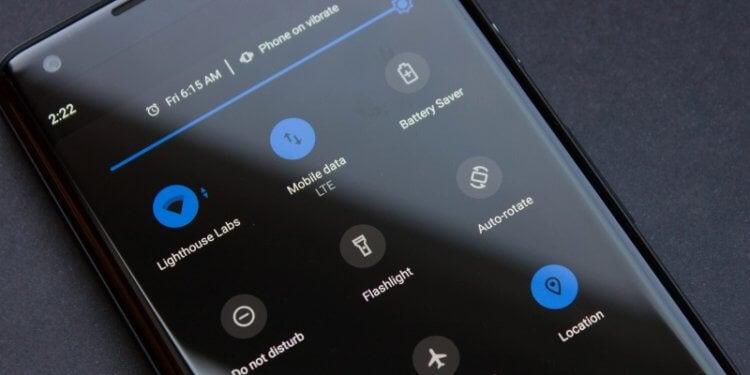 Почему люди так любят темную тему для смартфона