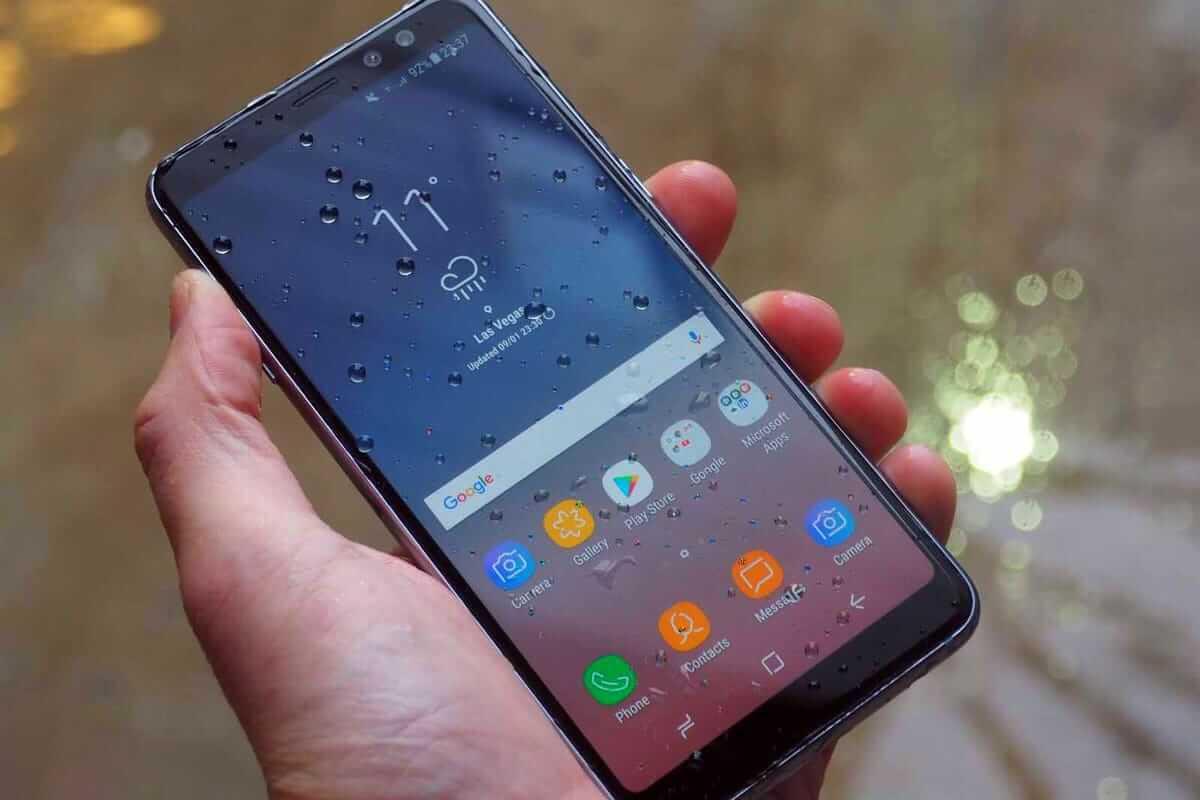 Недорогие смартфоны с защитой т воды: меньше 20 000 рублей, а от воды защищен