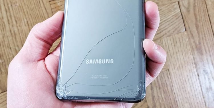 Камера телефона Samsung за 1400 долларов разбивается сама по себе