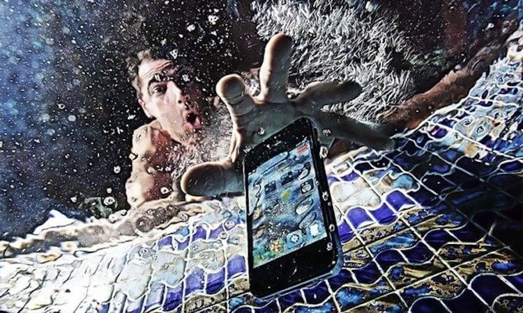 Почему нельзя мочить даже защищенный от воды телефон