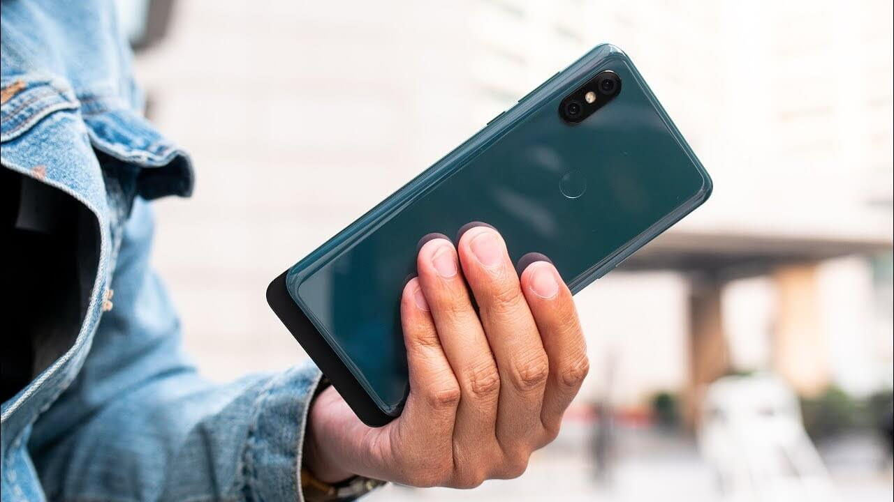Стеклянный смартфон