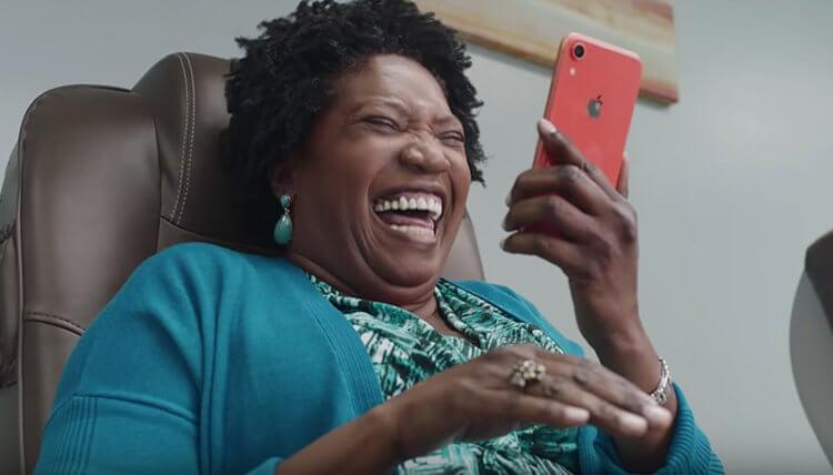 Samsung устыдилась своих шуток над Apple по поводу зарядки для iPhone