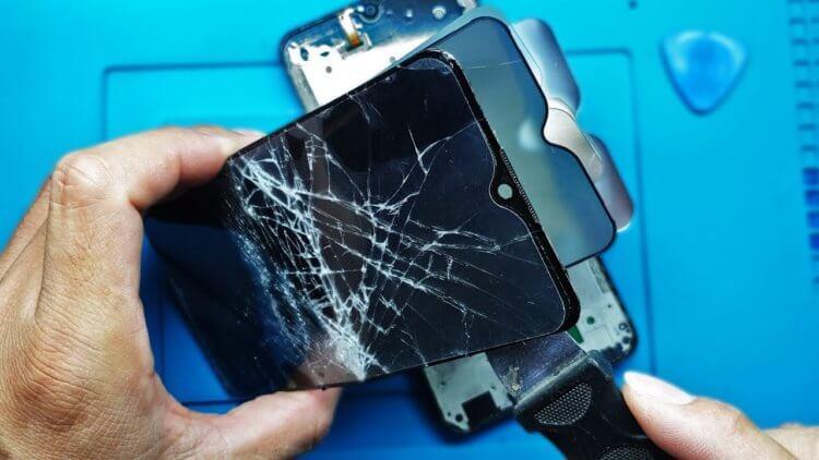Экран телефона блокируется сам по себе. Что делать