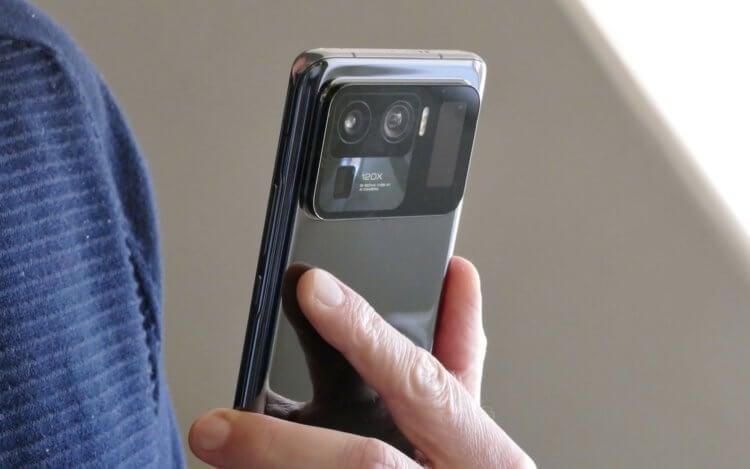 Зачем телефон кладут экраном вниз? Три объективные причины