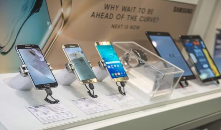Стоит ли покупать телефон с витрины. Всё, что вам нужно знать