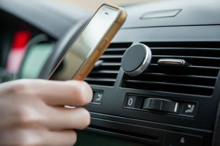 Вреден ли магнитный держатель для смартфона