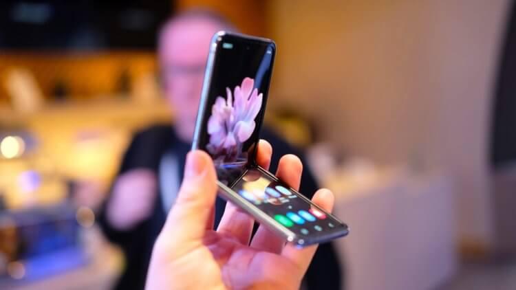 Продажи складных смартфонов Samsung бьют все рекорды. Кому они вообще нужны?