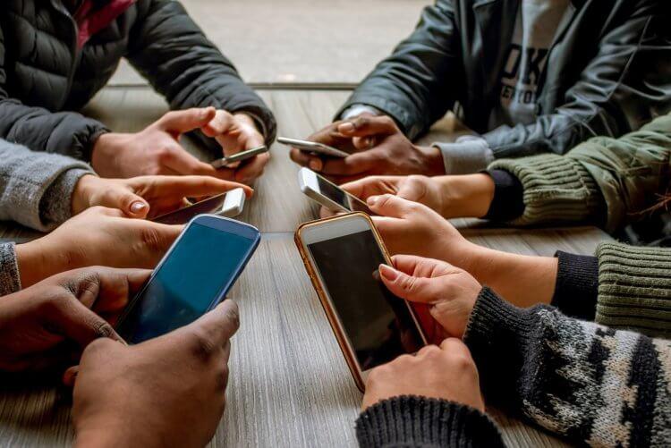 Почему смартфоны делают нас глупыми