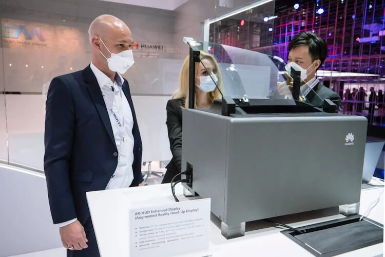 Huawei продолжает ломиться в автопром. Чего она может добиться