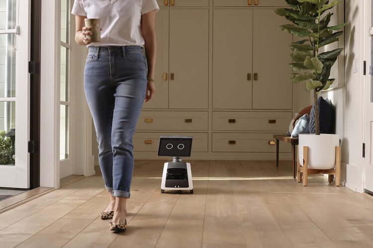 Домашний робот, летающая камера и другие новые гаджеты от Amazon
