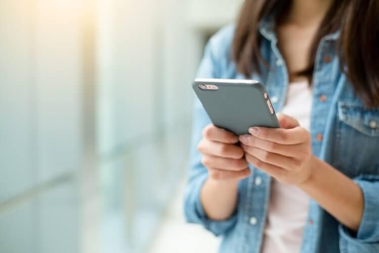 Слежка в соцсетях и еще 5 привычек, от которых лучше отказаться